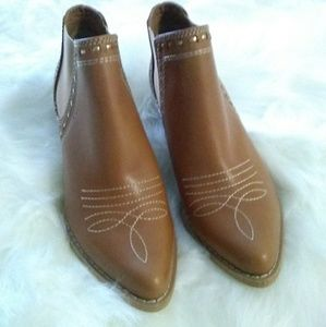 Reba leather ankle boots sz 6.5 New